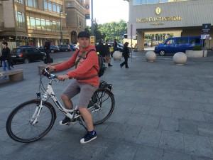 auf dem Fahrrad durch Prag